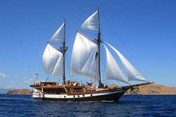 Komodo liveaboard on Wellenreng